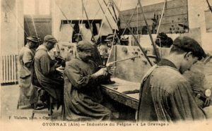 Historical pict of workers in the frame glasses industry